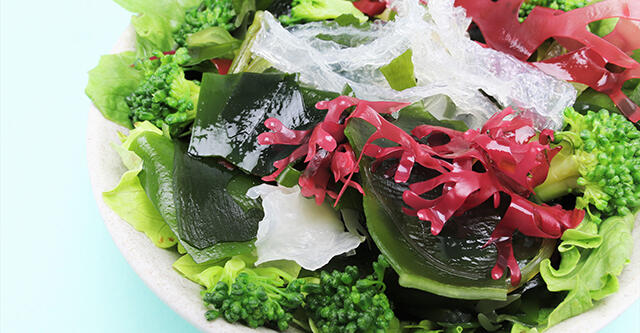 海藻入り生野菜サラダはデトックス効果が倍増